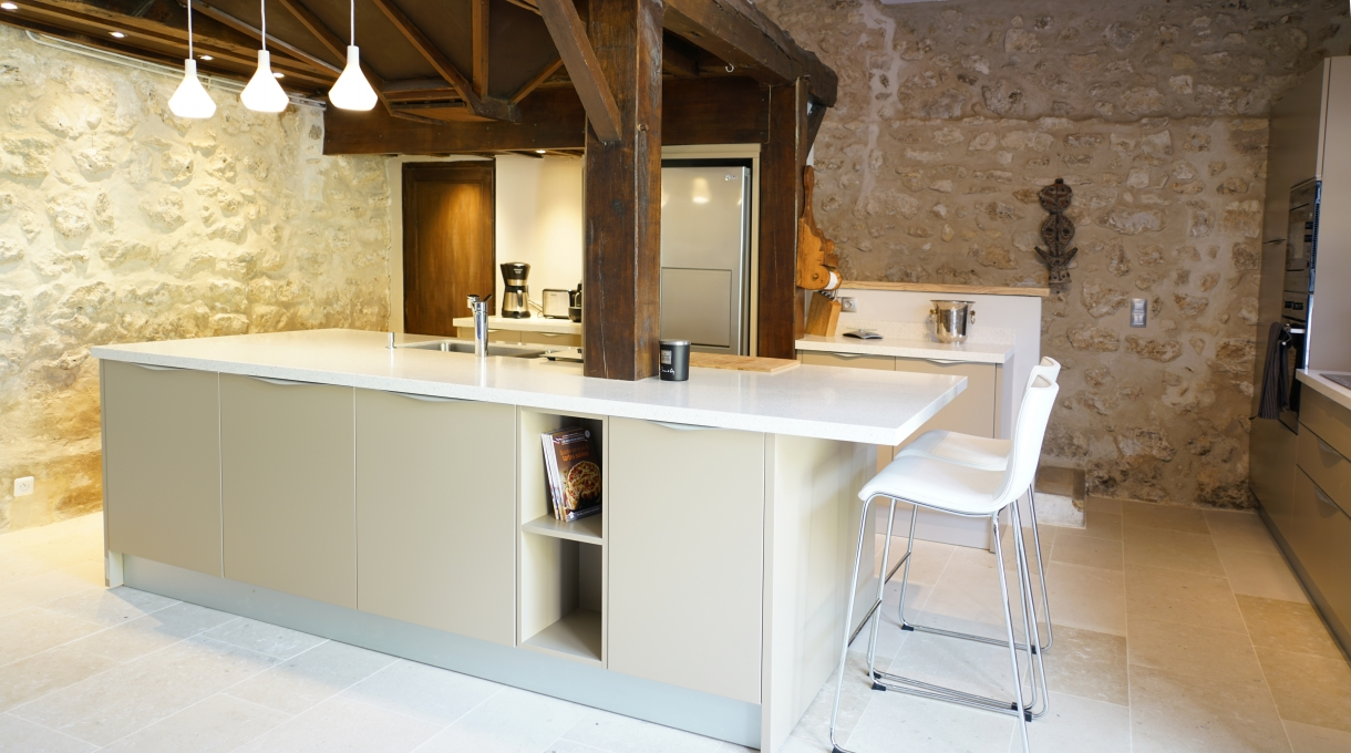 Cuisine moderne dans l ancien maison design for Cuisine ouverte dans appartement ancien